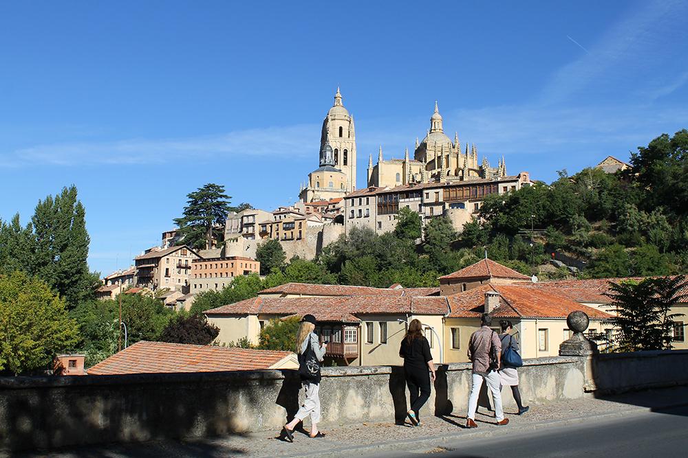 SEGOVIA: Jeg vandret mye rundt i byen, da jeg besøkte Segovia. Virkelig en vakker by. Foto: Tenk Koffert