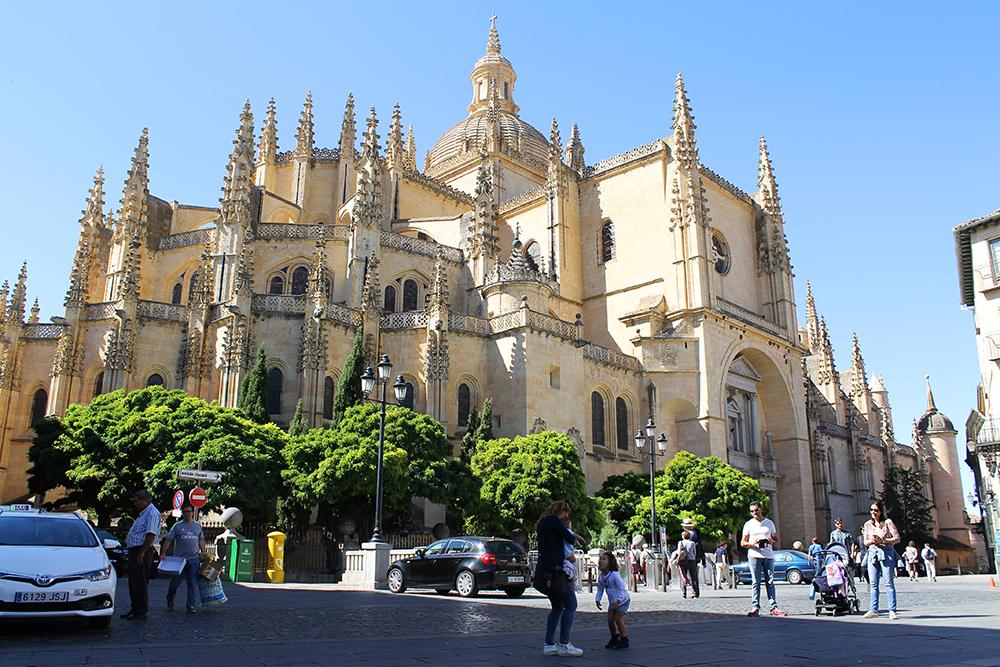 KATEDRALEN I SEGOVIA: Segovia har også en fantastisk vakker katedral. Den bør du også dra og se på, hvis du tar turen hit. Foto: Tenk Koffert