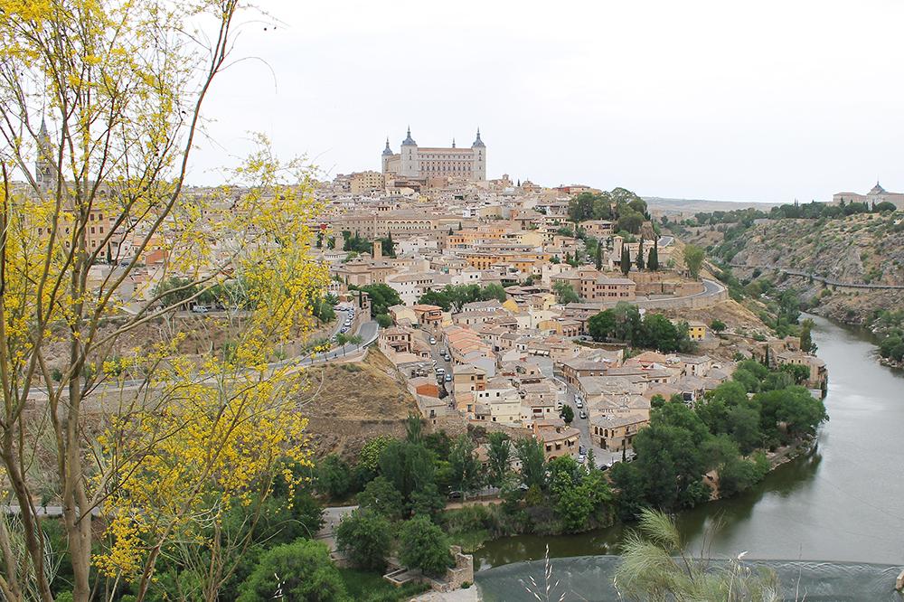 REIS TIL TOLEDO I SPANIA: Ved elven, Tajo, ligger den vakre middelalderbyen, Toledo. Foto: Tenk Koffert