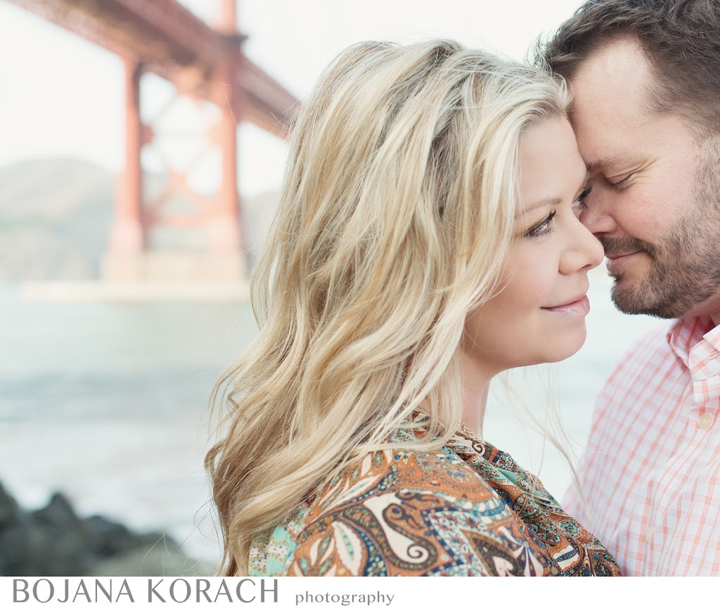 san francisco engagement and wedding photographer captures an engagement couple with a view of golden gate bridge
