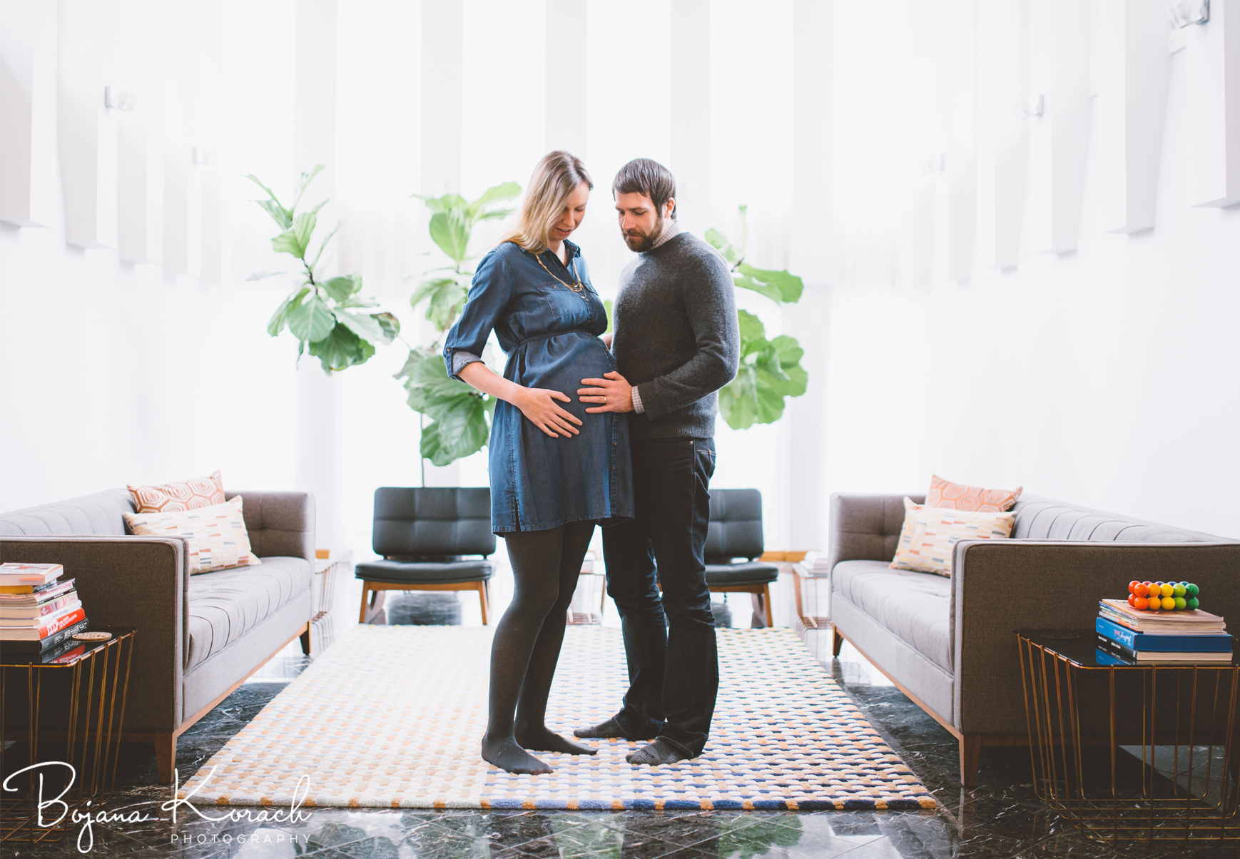 home maternity session in frank lloyd wright inspired home