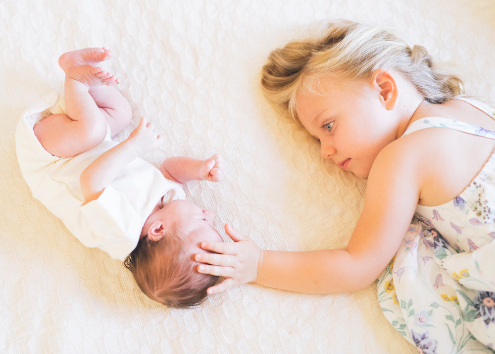 newborn-baby-and-her-sister-during-a-lifestyle-family-session-in-san-mateo.jpg