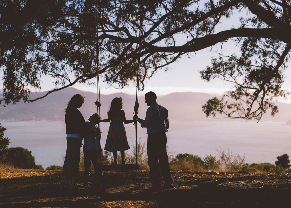 family-portrait-photographed-under-a-hippie-tree-in-tiburon.jpg