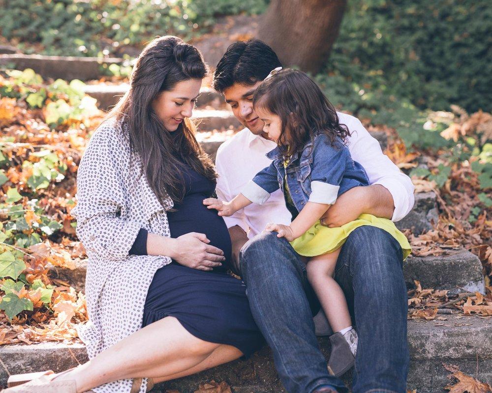 family-portrait-photo-at-the-berkeley-rose-garden.jpg
