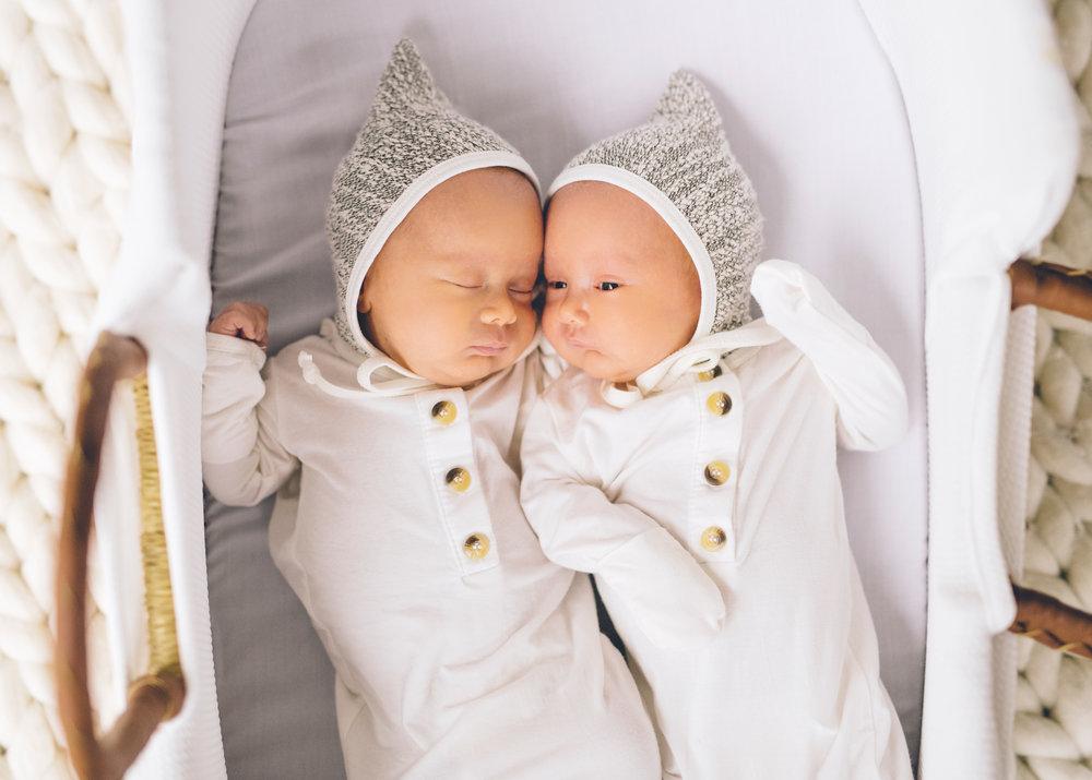 newborn-twins-photos-session.jpg