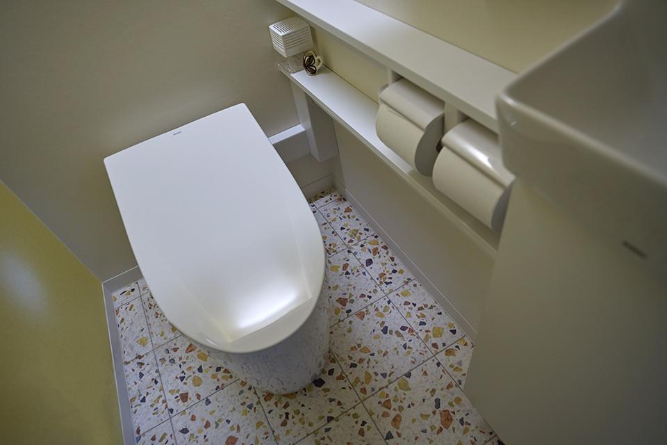 LEICA M10-P / SUPER-ELMAR-M 21mm f3.4 ASPH. 便器の配管等、仕事柄、美しくレタッチさせて頂いている。にしてもこの銘レンズでトイレを撮るのは贅沢の極み?(笑)