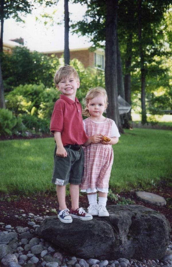 Bild från 1996. Jag minns att jag avskydde den där klänningen, men den är ju jättesöt! Jag storgillar Max flin!