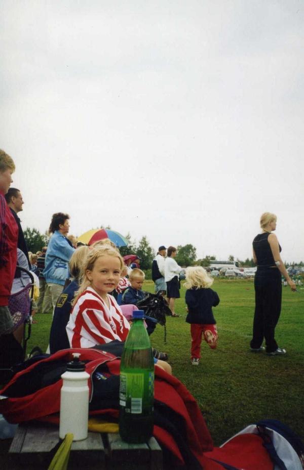 På väg mot flerspråkighet genom fotboll. Bild från kanske 2004?