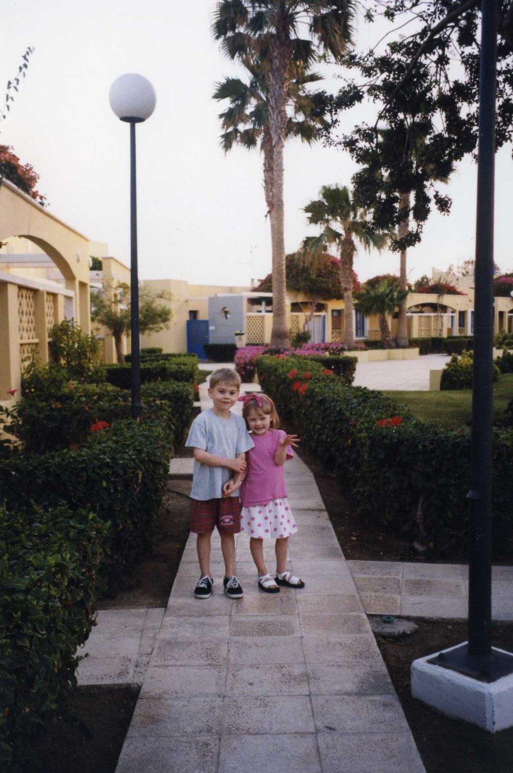 Min bror Max och jag. Under en tid då klackskor var goals.