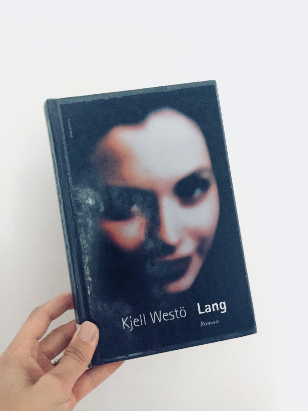 Nej det är inte suddkvalitet, så här ser boken ut. Säkert snyggt när det begav sig för 16 år sedan.