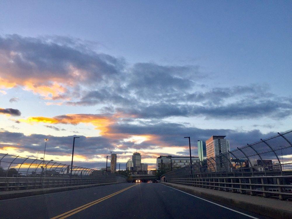 I brist på andrs representativa bilder bjuder jag på en bild på Boston, min tillfälliga hemvist.