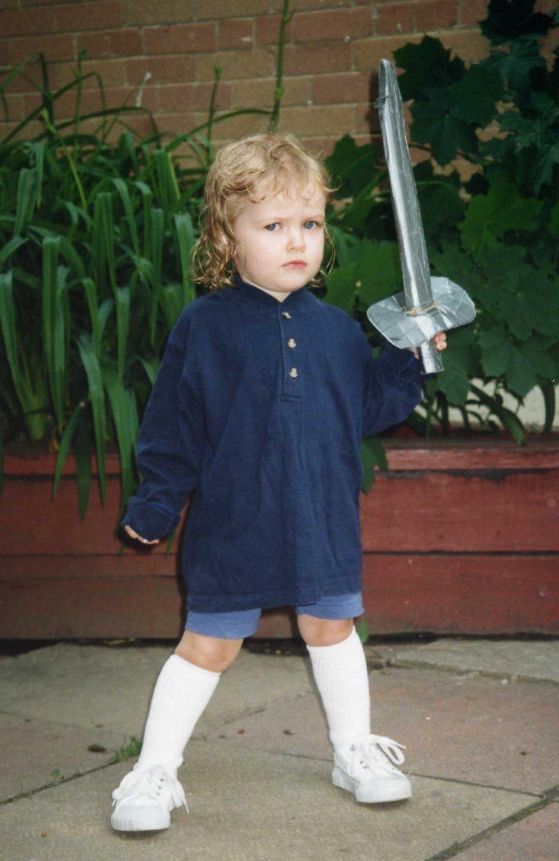 Här är Mindy två år utklädd till John Smith från Pocahontas. Don't mess with me.