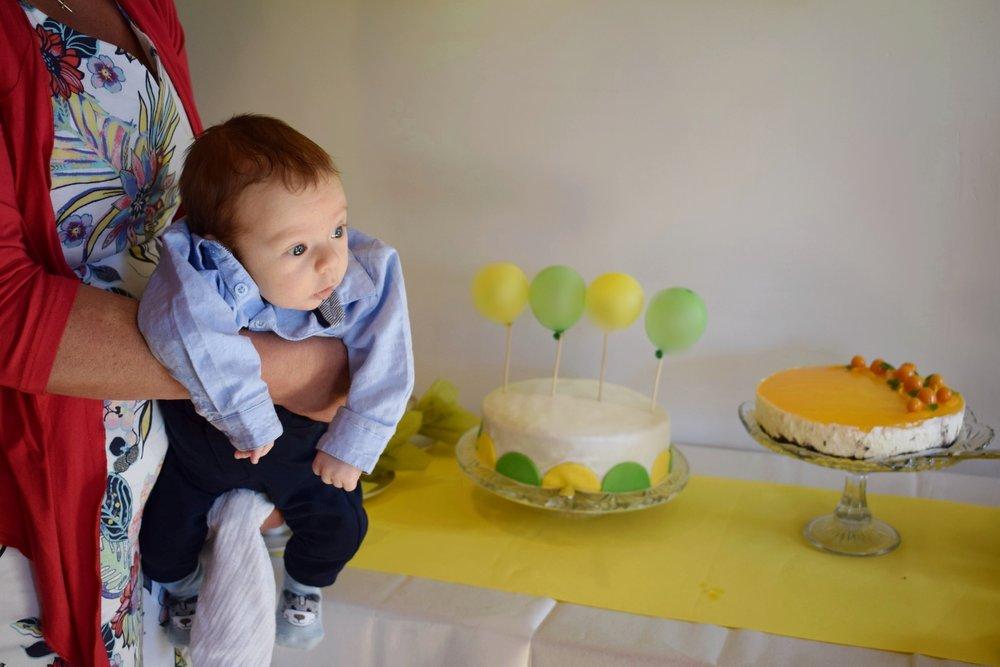 Mini-ilmapalloihin oli kirjoitettu pojan nimi.