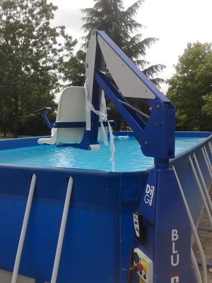 F100-outdoor-poolside-spa-hoist.jpg