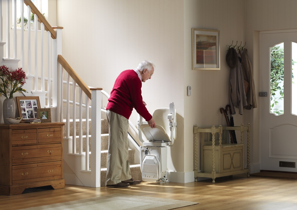 stannah-siena-260-stairlift-folding-the-seat.jpg