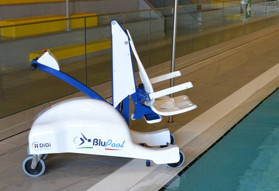 dolphin-mobility-blupool-mobile-swimming-pool-hoist.jpg