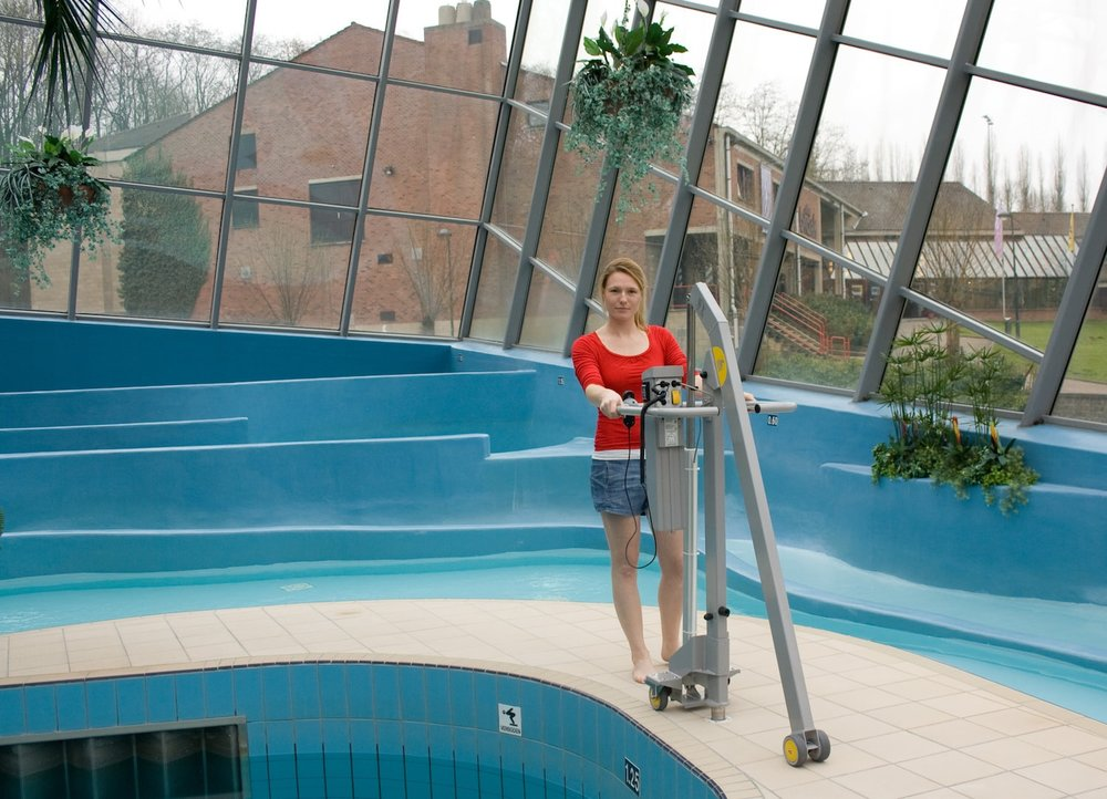 handi-move-mobile-pool-lift-on-casters.jpg