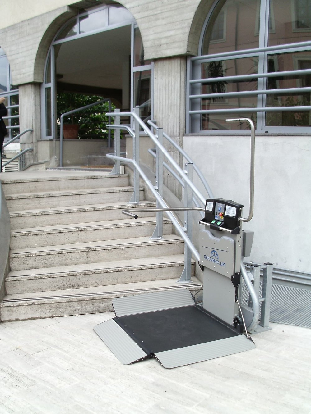 external-inclined-plaform-access-stair-lift.JPG