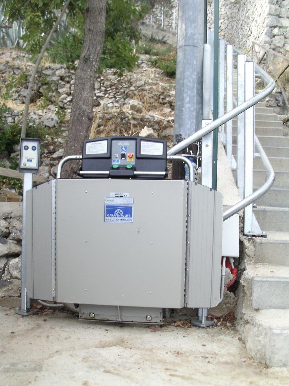 external-incline-stairlift-wheelchair-access.JPG