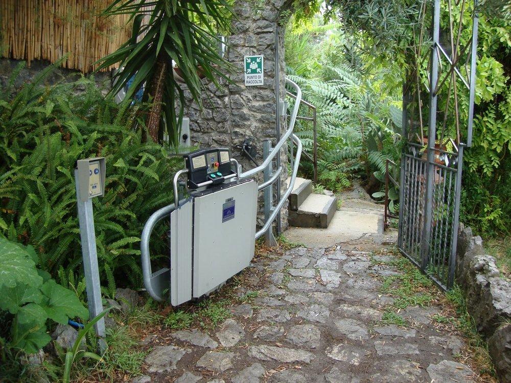 external-incline-wheelchair-access-lift-dolphin.JPG