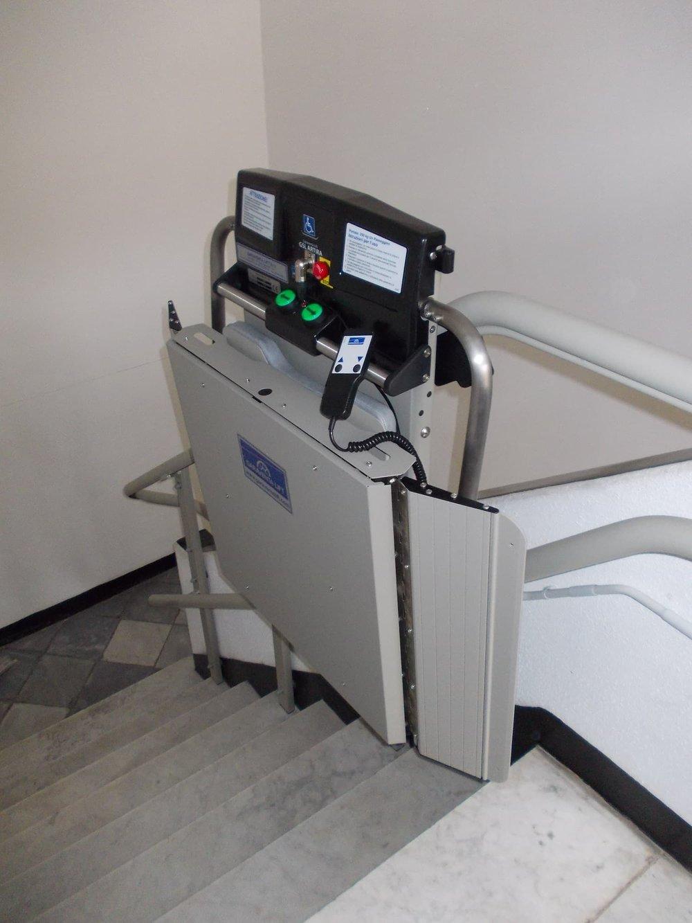 indoor-inclined-platform-wheelchair-access-lift-min.JPG