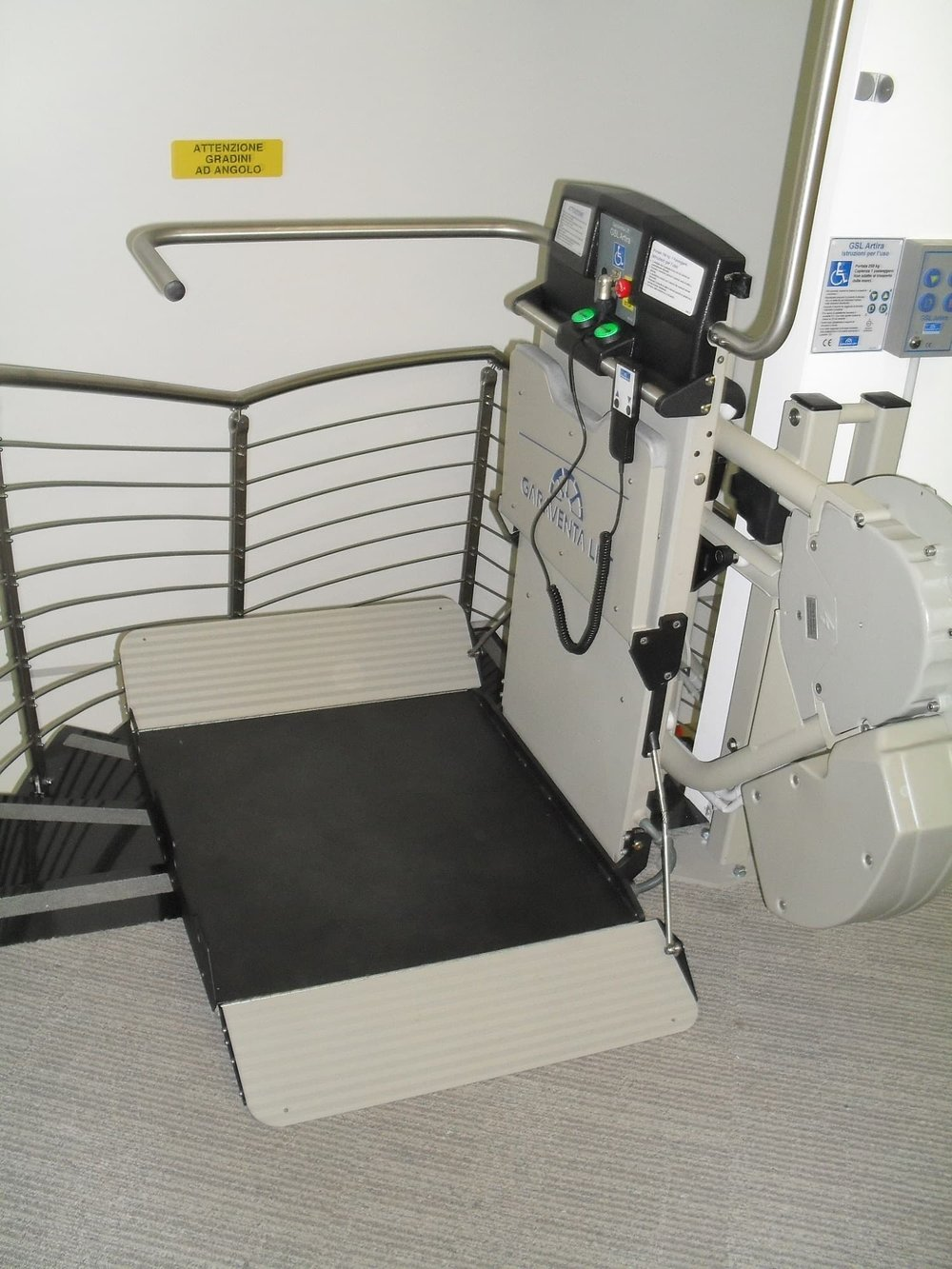 indoor-incline-wheelchair-platform-stair-lift-min.JPG