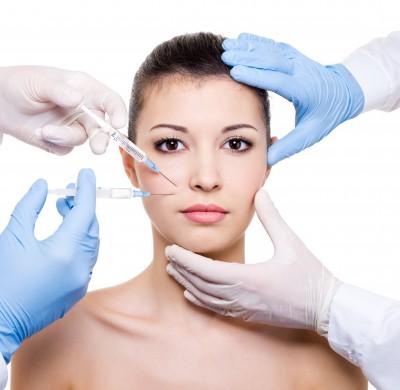 Lipoinyección - Corrige depresiones cutáneas, rellena los surcos nasogenianos o mejora las líneas de expresión de la frente generando un efecto de rejuvenecimiento.