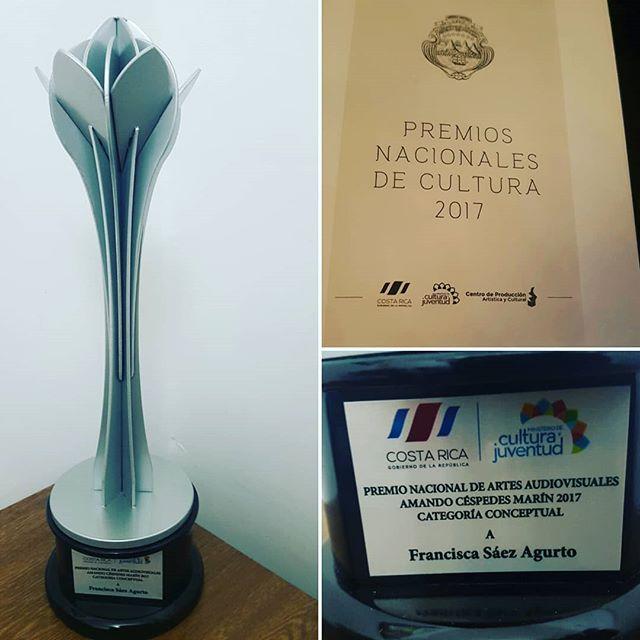 Hoy con mucho orgullo recogimos el Premio Nacional de Artes Audiovisuales otorgado a nuestra querida Directora de Foto, Francisca Saez Agurto (@mfsagu) por su trabajo en SELVA.