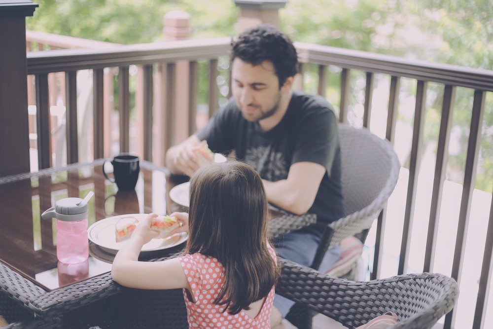Dining al fresco, Staten Island Family Photographer