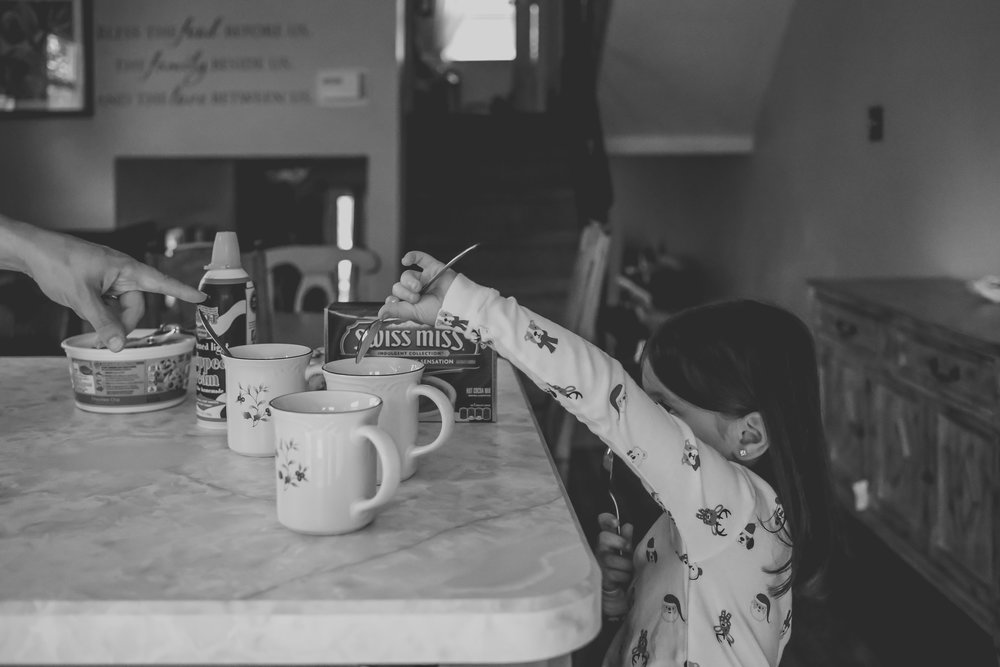 Making hot chocolate during an at home storytelling session, Christmas photos by Jen Grima Photography.