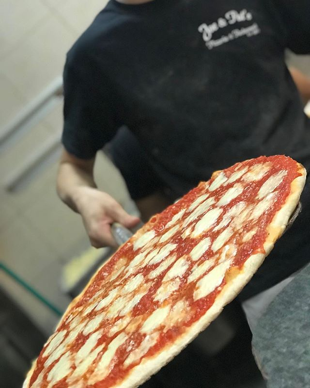 Want a slice!???? Monday + Tuesday $11 pick up pies (CASH ONLY) #pizzapizza #joeandpats #newyorkpizza #newyork #pizza #wantaslice