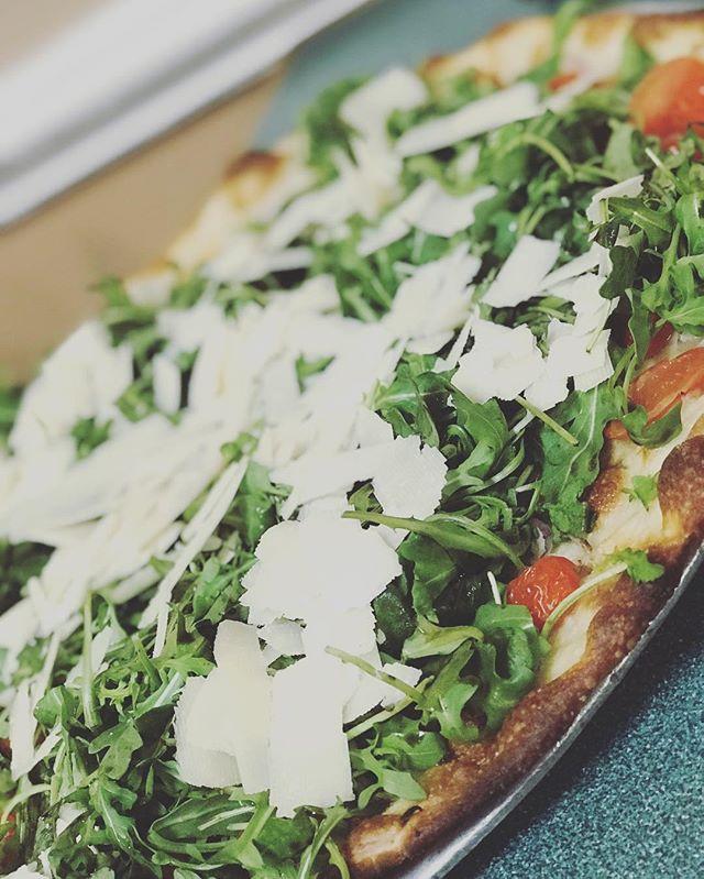 Dress it up! #dressupyourpizza #arugula #pizza #joeandpats #yummm #statenislandpizza #nyc