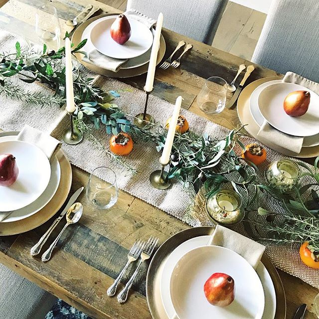 When you're the last person on earth to do your Thanksgiving #tablescape, and there are no more pumpkins. Fresh fruit, foraged greenery, flea market finds, and grandmother's silver. A little Mediterranean meets rustic meets elegant Thanksgiving.😊 . . . #mywestelm #westelm #howyouhome #lonnymag #ruedaily #ggathome #theeverygirlathome #homewithrue #myhousebeautiful  #currentdesignsituation #howwedwell #mycuratedaesthetic #apartmenttherapy #mydomaine #prettylittleinteriors #howyouhome #myhomevibe #makehomeyours #sodomino #stellarspaces #betterhomesandgardens #thatsdarling #fleamarketfinds #finditstyleit #thanksgiving