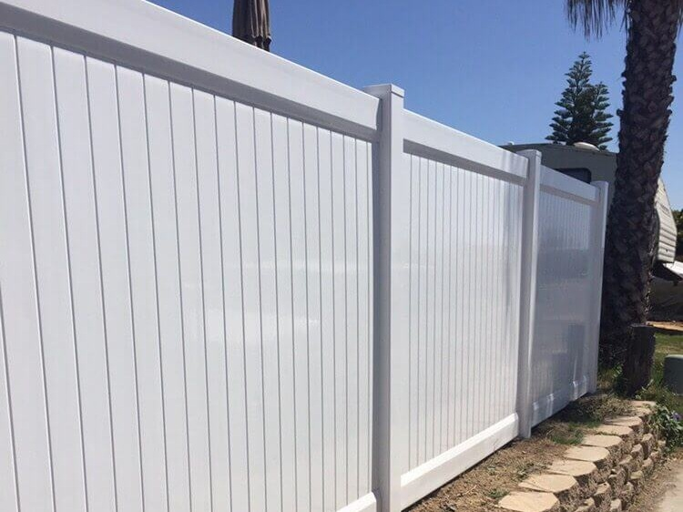 white-vinyl-fence-los-angeles-fence-builders.jpg