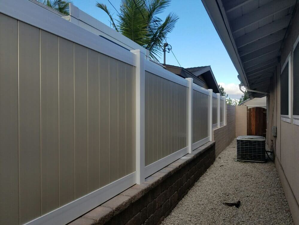 vinyl-fence-los-angeles-fence-builders.jpg