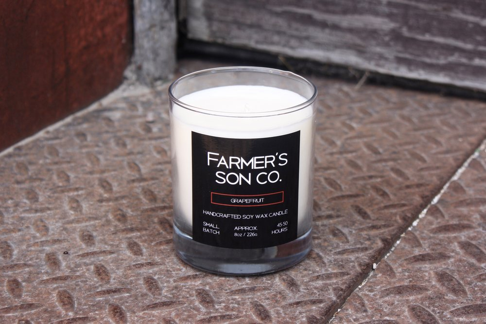 GRAPEFRUIT Nothing awakes the senses more than the fragrant and zesty scent of fresh grapefruit. The Farmer's Son Co. grapefruit candle has an energizing scent that will not only refresh and lift your space, but also your spirits