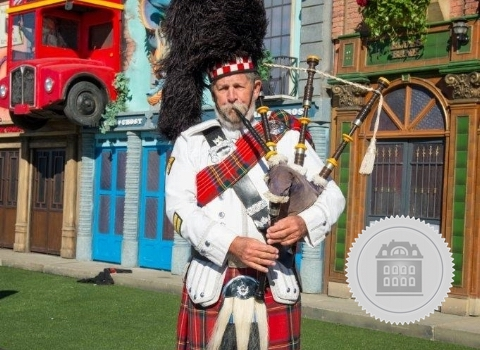 Lary Fowler, bagpiper for hire