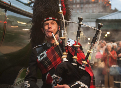 Roddy Deans, bagpiper for hire
