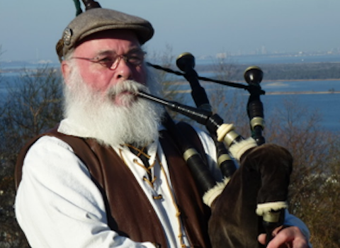 Roderick MacLeod, bagpiper for hire