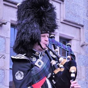 Edinburgh-Piper-for-Hire-Uniform.jpg