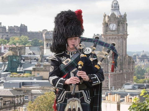 Glyn Morris, bagpiper for hire