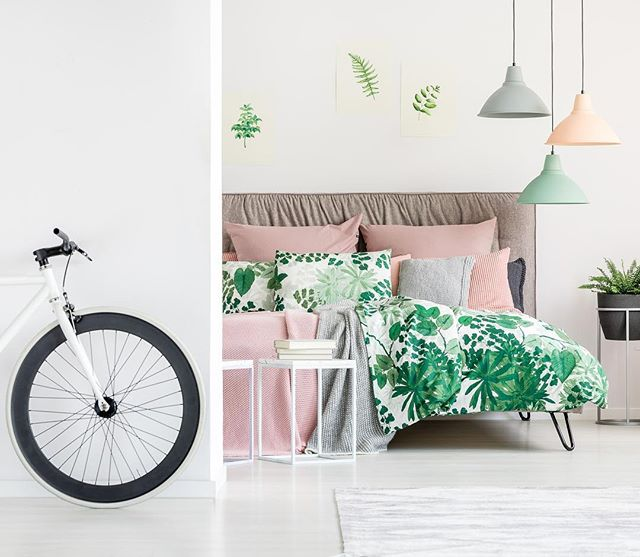 💐✨ Spring Photoshoot Props you might already have access to : bikes🚲, whicker, flowers (from your neighbors garden🤫) + more! Learn how to use them all this spring!  _  Link in bio for more tips🌸#springphotography #propstyling #acolorstory