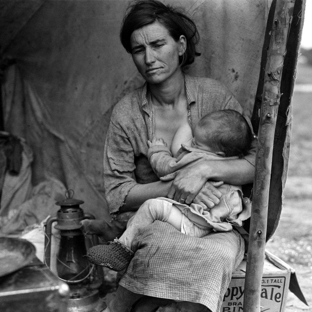 Dorothea Lange, Migrant mother (alternative), Nipomo, California, (1936)