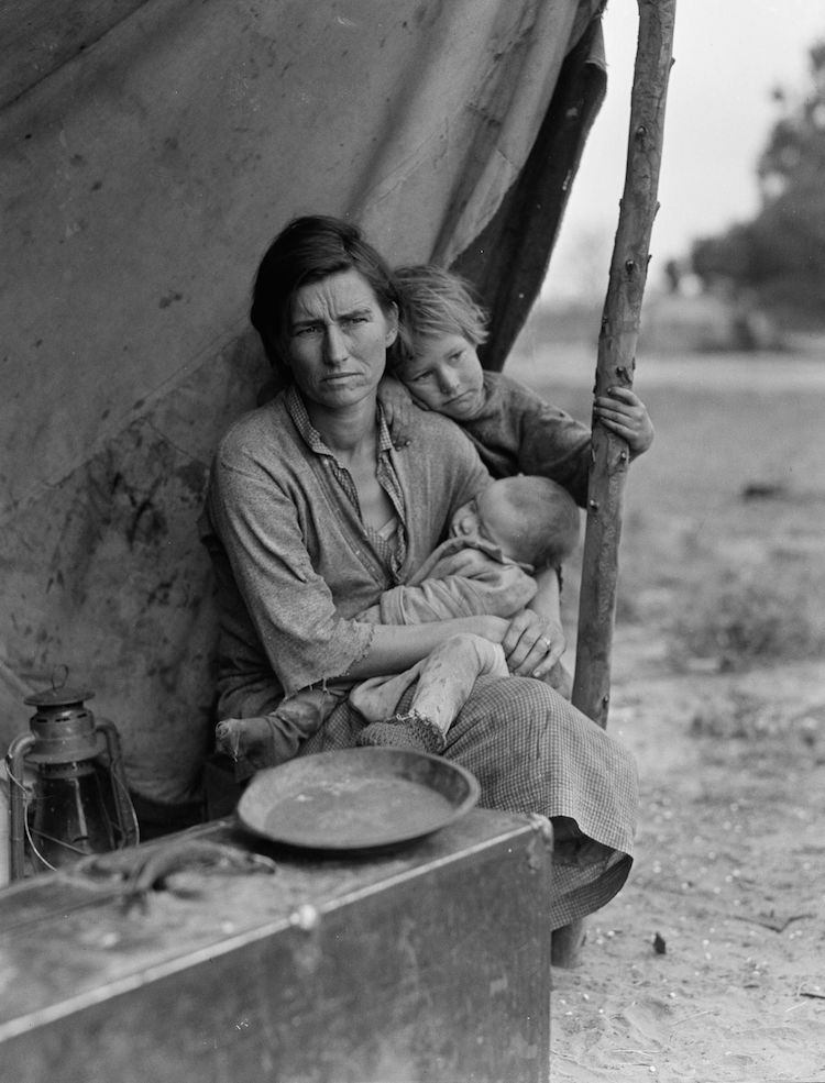 Dorothea Lange,  'Migrant agricultural worker's family. Seven children without food. Mother aged 32, father is a native Californian. March 1936.'      Photo: The Library of Congress