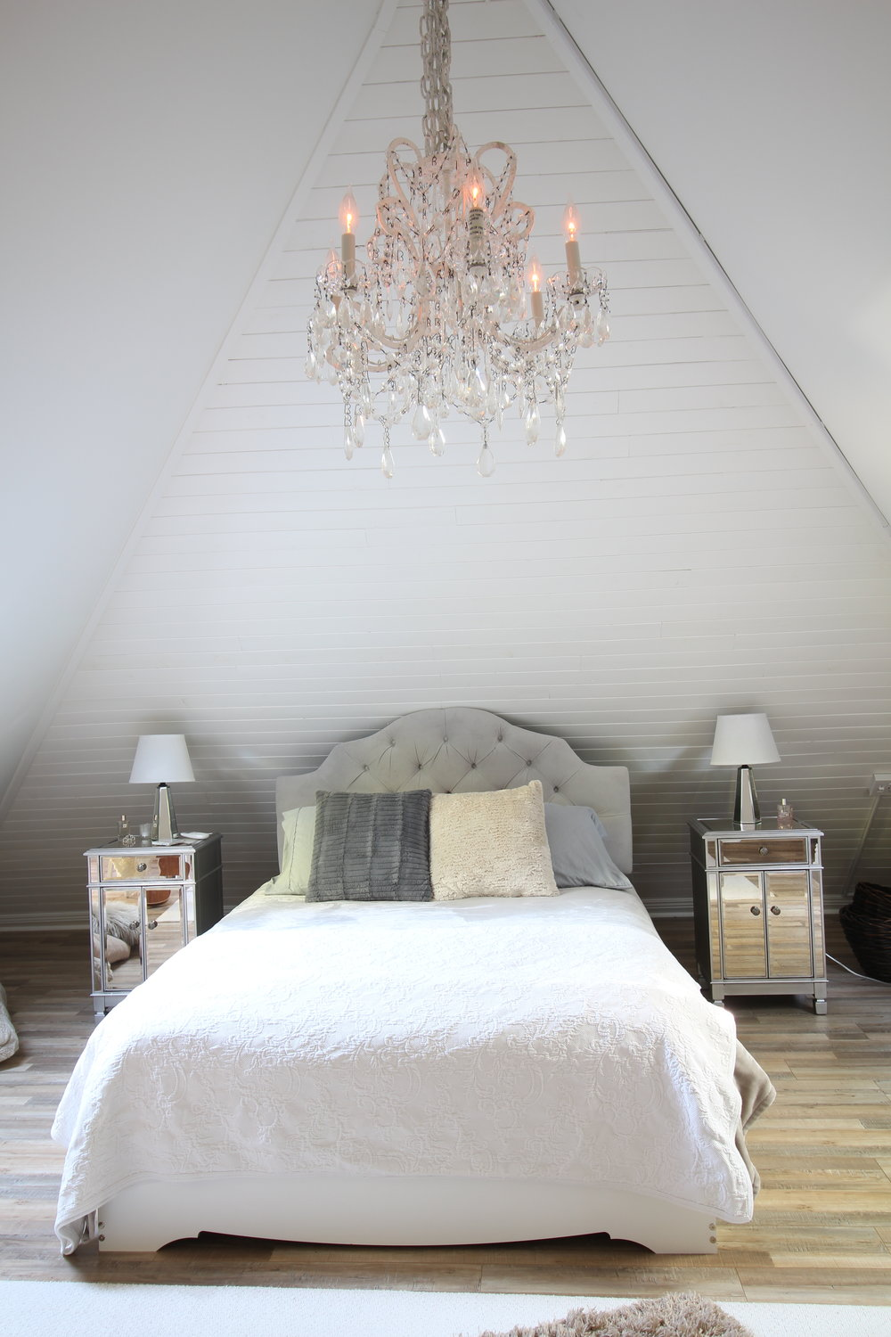 Glam-farmhouse-attic-1.JPG