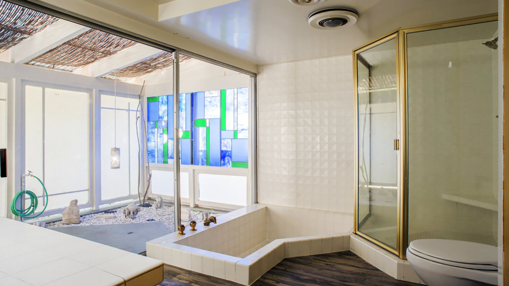 bigbathroom.jpg