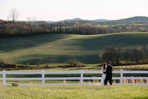 Franklin TN wedding photographers, anm weddings covered this wedding at the White Dove Barn in Murfreesboro TN