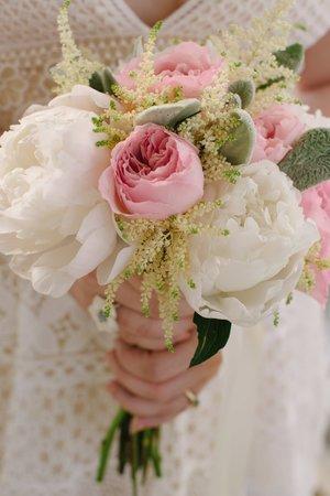 Beautiful bridal bouquet shot by Amanda