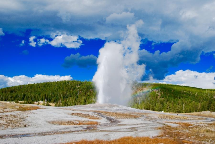 geyser-2166878_1920.jpg