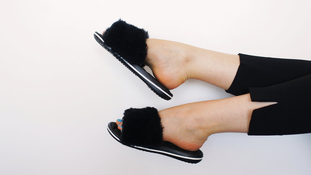 7f5ed9902c1 DIY RIHANNA INSPIRED FUZZY SLIDES — The Sorry Girls
